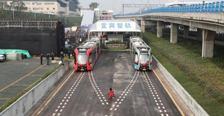Фото №1 - Китайцы запустили трамваи на виртуальных рельсах (видео)
