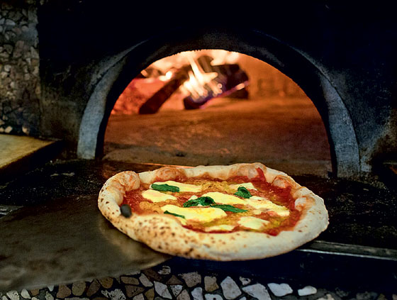 Фото №1 - Пицца «Маргарита» по оригинальному неаполитанскому рецепту