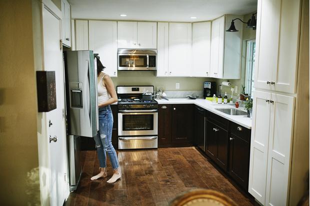 Фото №1 - 4 причины, почему вещи в доме бьют током