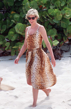 Фото №15 - Принцесса пляжа: бикини-стиль Дианы