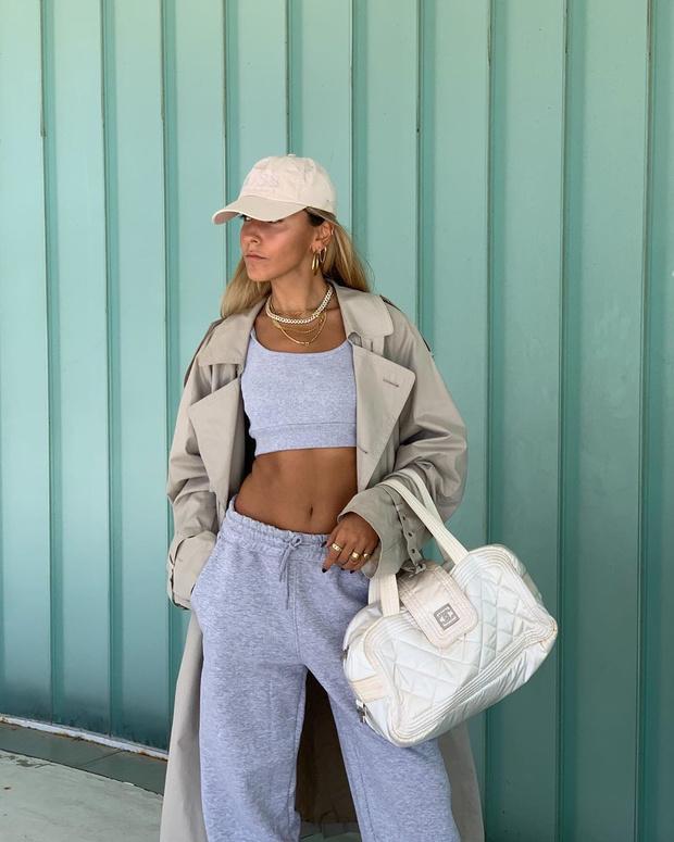 Фото №2 - Тренч + спортивный костюм: удобный и модный образ Софии Коэльо