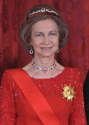 Фото №20 - Камни судьбы: самые роскошные рубиновые тиары королевских семей