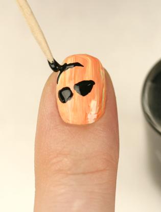 Фото №4 - Мастер-класс: как сделать маникюр на Хэллоуин