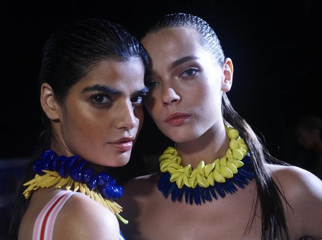 Фото №1 - Неделя моды в Милане: Versace, Roberto Cavalli, DSquared2
