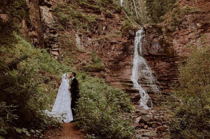Фото №2 - Лили Коллинз вышла замуж! Скорее зацени ее свадебное платье 👰🏻