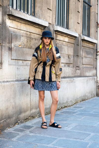 Фото №6 - Модный тренд: что такое биркенштоки и почему их носят все