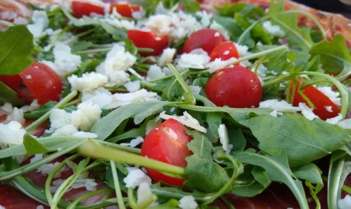 Фото №1 - Врачи назвали лучший салат для защиты от онкологических заболеваний