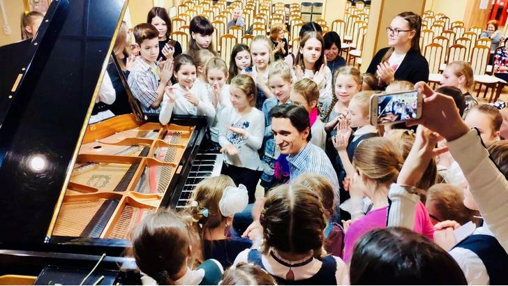Фото №1 - Открытие III Московского Международного конкурса пианистов Владимира Крайнева состоится в Светлановском зале ММДМ