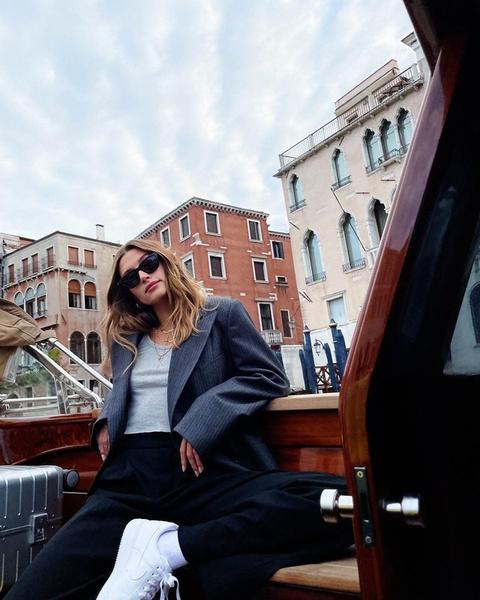 Фото №1 - С чем носить пиджак летом: показывает Хейли Бибер