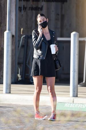 Фото №3 - Полные ноги и плоская грудь: девушка Ди Каприо вышла в неудачном платье