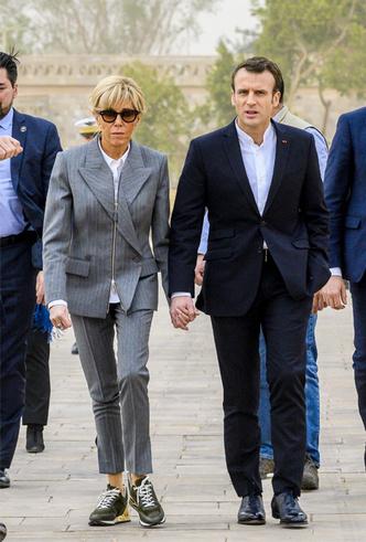 Фото №12 - Образы Брижит Макрон и Мелании Трамп в Африке: чей модный гардероб оказался удачнее