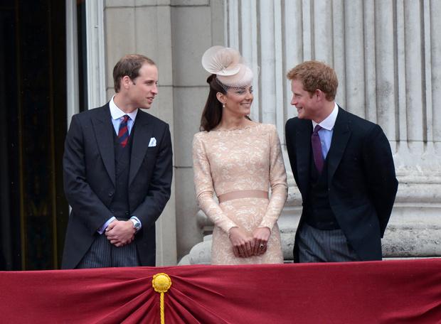Фото №3 - Как Кейт пыталась помирить Уильяма и Гарри (и почему у нее ничего не вышло)