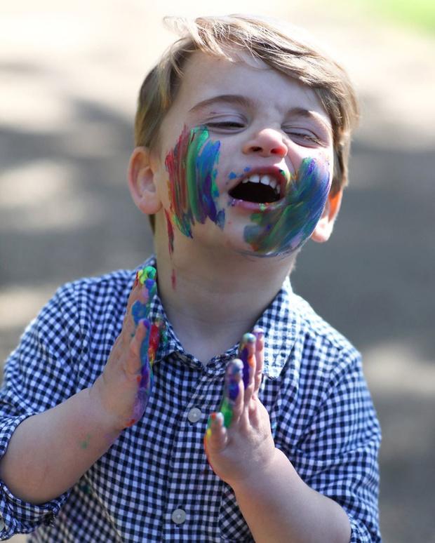 Фото №3 - Кейт Миддлтон показала чумазого принца Луи в честь его дня рождения