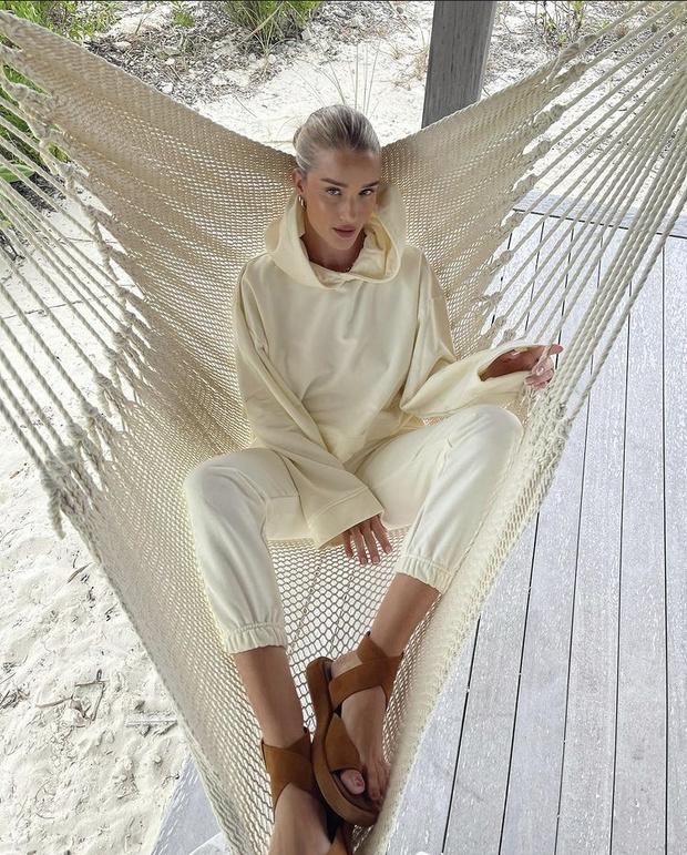 Фото №3 - Роузи Хантингтон-Уайтли в костюме российского бренда: где купить такой?