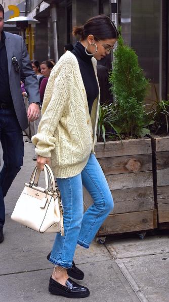 Фото №3 - Только джинсы: 3 стильных образа Селены Гомес, которые легко повторить