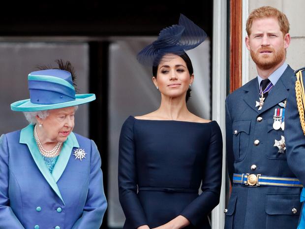 Фото №1 - Игра Сассекских: как Гарри и Меган собираются соперничать с королевской семьей