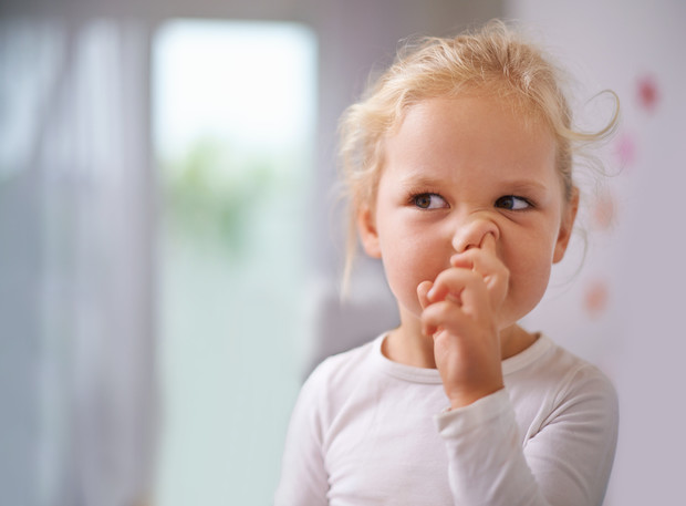 Ковыряет в носу, ругается, кусается, лазит по карманам: Вредные привычки ребенка как им противостоять