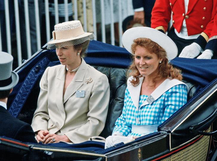 Фото №1 - Королевская вражда: как принцесса Анна довела Сару Фергюсон до слез