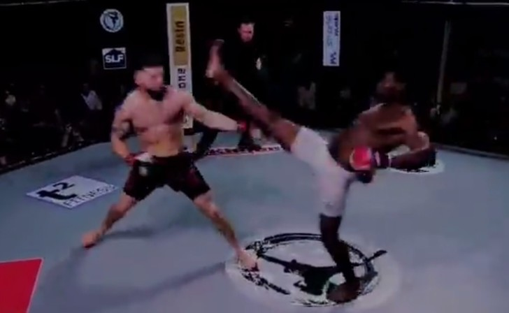 Фото №1 - Боец MMA отправил противника в нокаут за 3 секунды и установил рекорд (видео)