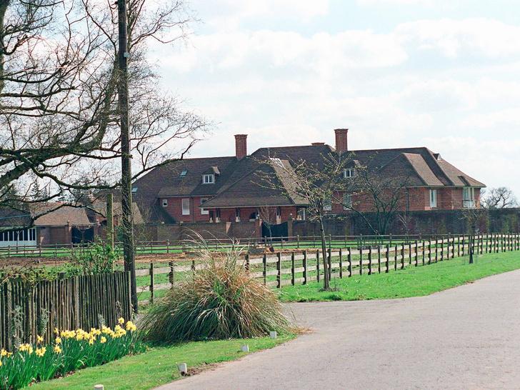 Фото №5 - Самые роскошные дома, которые Королева дарила Виндзорам