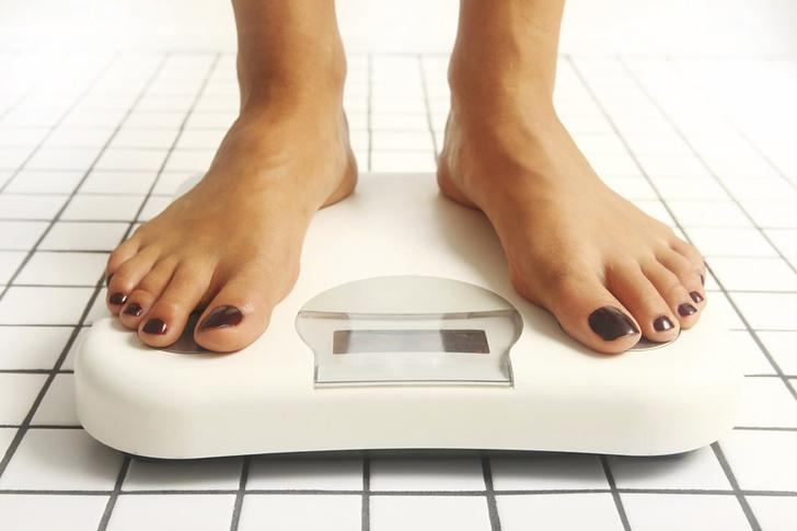 Фото №1 - Часто встающие на весы женщины склонны к депрессии
