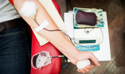 Фото №1 - Петербургских доноров коронавирус не пугает. Дефицита крови пока нет