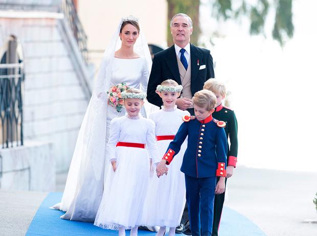 Фото №3 - Баварская принцесса Софи вышла замуж в копии платья Меган Маркл