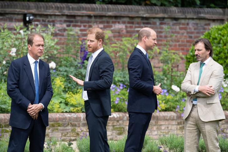 Фото №7 - Мама была бы рада: принцы Уильям и Гарри тепло встретились на открытии памятника принцессе Диане