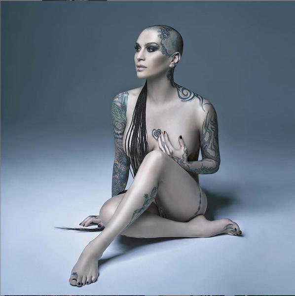 Фото №1 - Все татуировки Наргиз: певица разделась для поклонников
