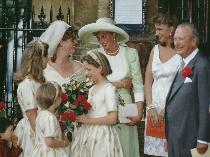 Фото №6 - Близкий круг: с кем жила и дружила Диана до свадьбы с Чарльзом