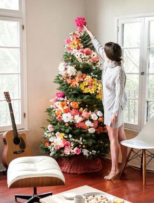 Фото №2 - Елочка, цвети: новый рождественский тренд в декоре
