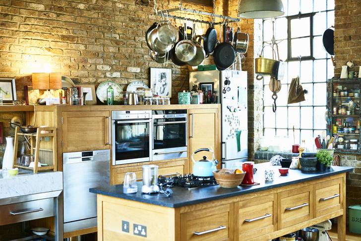 Фото №1 - 10 морально устаревших кухонных гаджетов, которым место на свалке