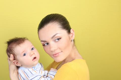 Фото №1 - Выпадение волос после родов: причины и лечение