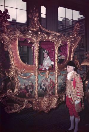 Фото №3 - Почему Королева не хотела, чтобы ее коронацию показывали по телевидению