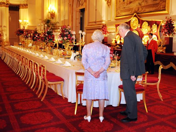 Фото №2 - Особые меры: почему Королева никогда не ест моллюсков и устриц