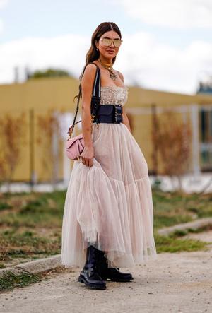 Фото №9 - Резкие и дерзкие: как носить грубые ботинки в разных стилях