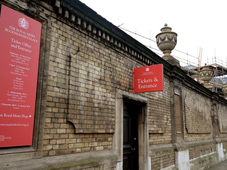 Фото №2 - Новое ограбление в Букингемском дворце: каких ценностей лишились Виндзоры