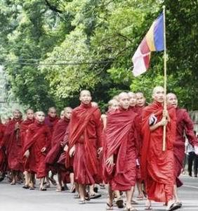 Фото №1 - Буддийские монахи объявят бойкот правительству Мьянмы