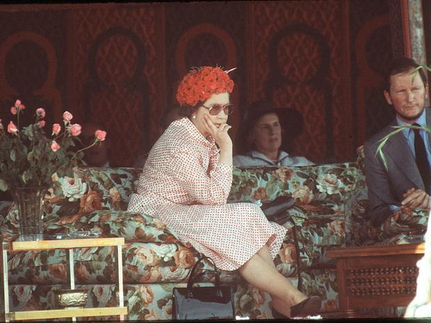 Фото №4 - Все не по плану: история самого сложного королевского тура Елизаветы II