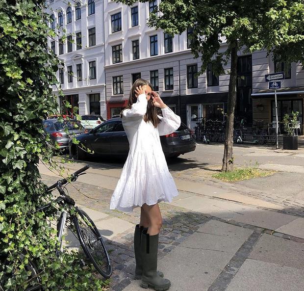 Фото №5 - С чем носить резиновые сапоги: показывают шведские и датские блогеры