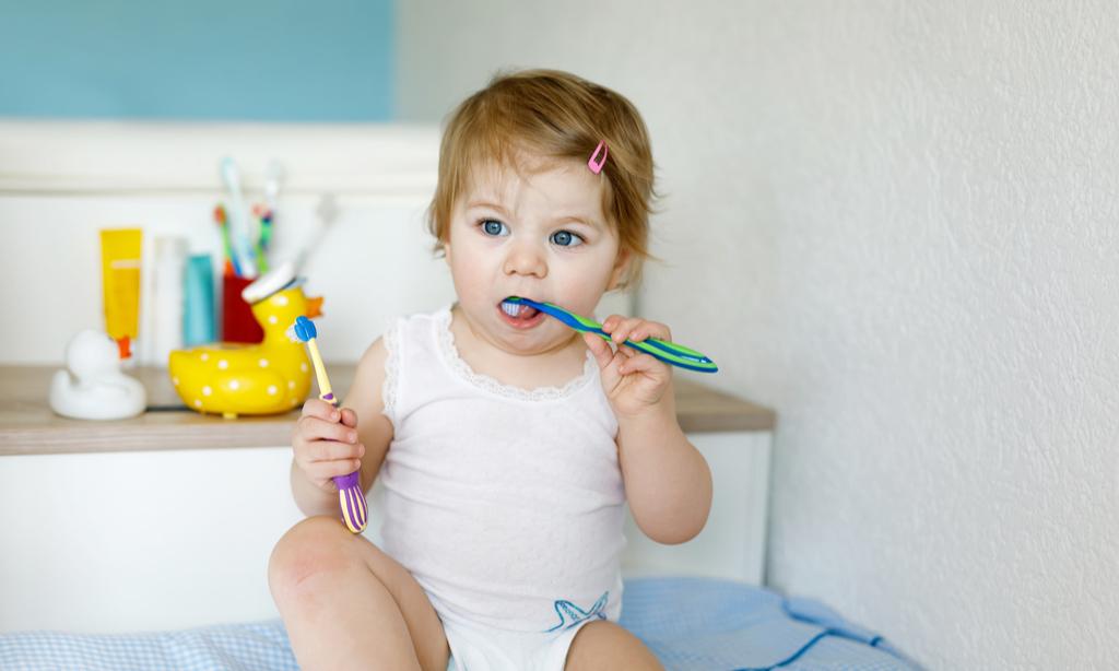 Мультики и поющие щетки: 5 способов приучить малыша чистить зубы