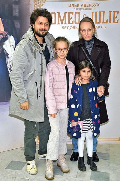 Фото №4 - Ольга Ломоносова: «Когда трое детей, не до маникюра»