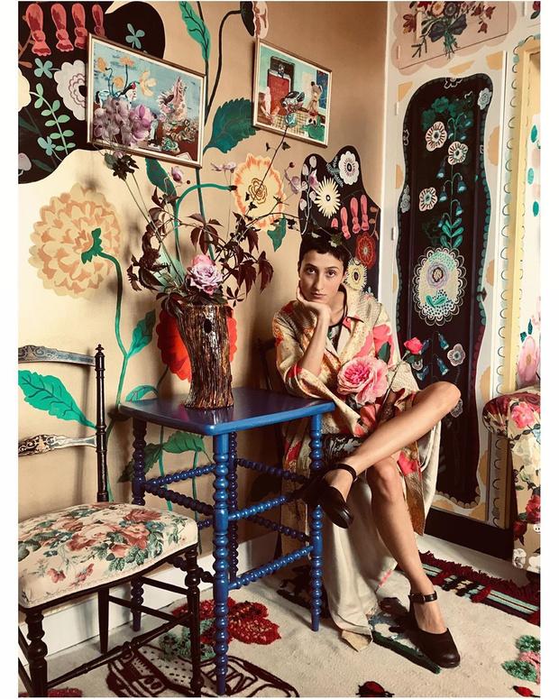 Фото №2 - Французская художница расписала свой дом цветами