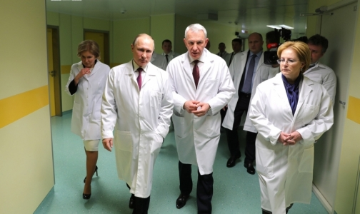 Фото №1 - В Петербурге Путина спросили о финансировании лечения детей в Центре протонной терапии