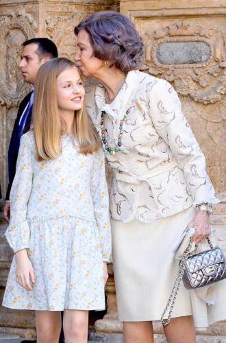 Фото №2 - Дурной знак для монархии: конфликт королевы Летиции со свекровью набирает обороты
