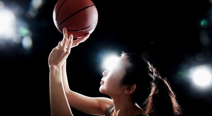 14-летняя китаянка ростом 226 см стала начинающей звездой баскетбола