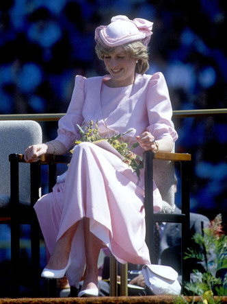 Фото №5 - От персикового до фуксии: как принцесса Диана носила розовый цвет (и почему он ей так шел)