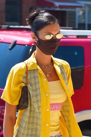 Фото №4 - Впереди еще целый месяц лета для того, чтобы воспроизвести образ Беллы Хадид в стиле нулевых