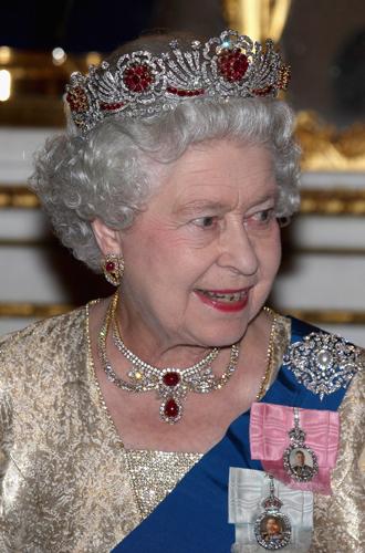 Фото №6 - Как королева намекнула на связь с Меган на свадьбе