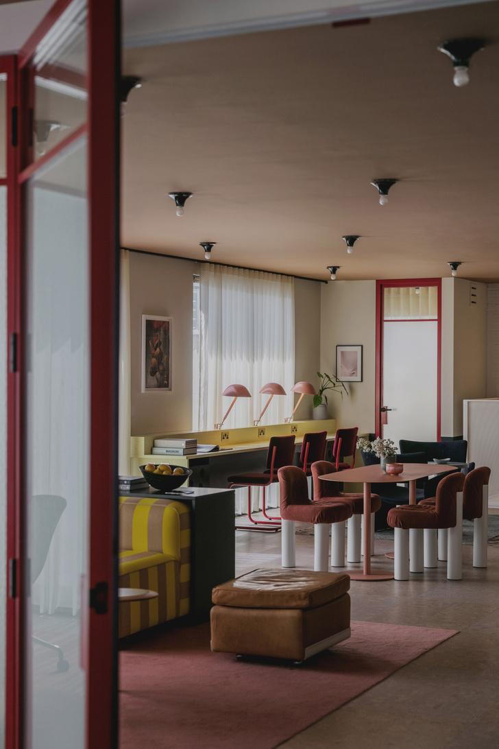 Фото №3 - Яркий офис в стиле mid-century в Лондоне